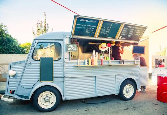 مشروع فود ترك food truck بإيرادات ٢٠ الف شهريًا