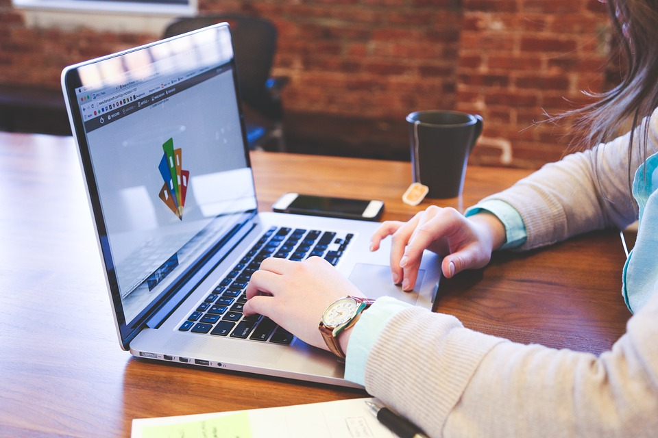 وظائف شاغرة مندوبين مبيعات ومصميين من الجنسين قطر